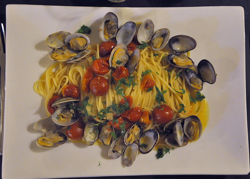 Italy on a Plate - Spaghetti con le Vongole