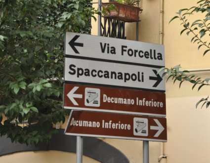 Spaccanapoli sign