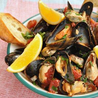 Neapolitan style mussels - cozze alla marinara