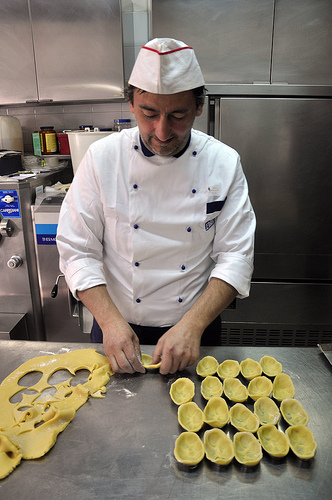 Vladimiro of Bar Castello forming the pasta frolla