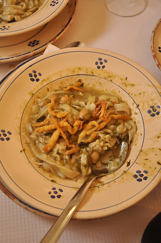 Massa pasta with cabbage and chick peas