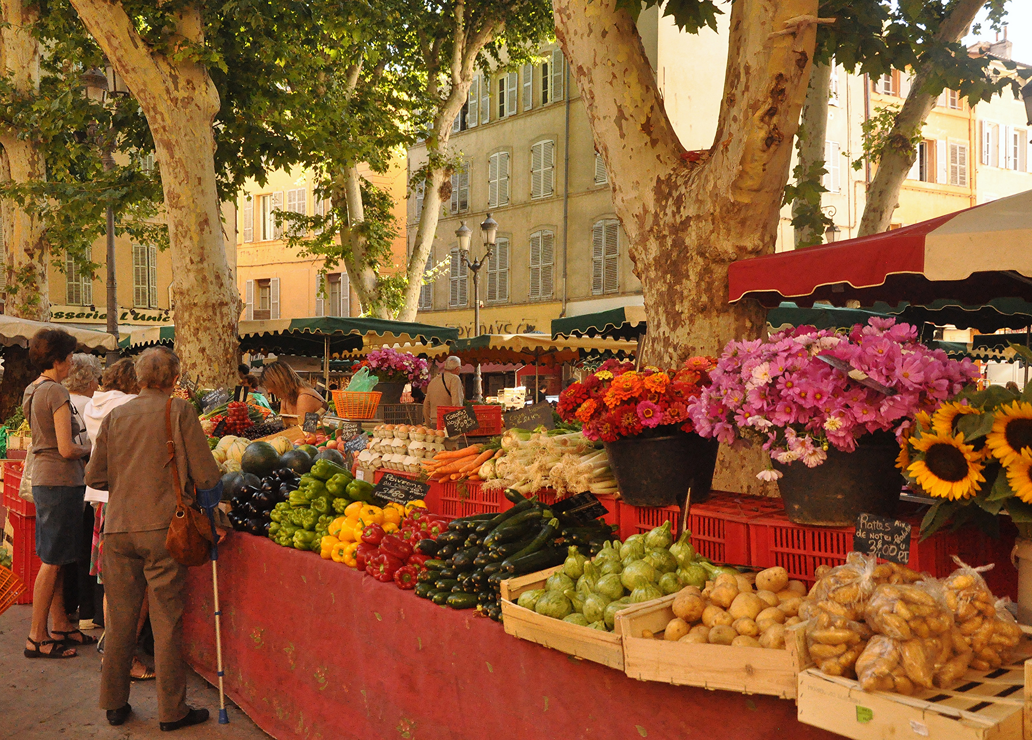 market day in aix en provence new cooking classes and a giveaway food lover 39 s odysseyfood. Black Bedroom Furniture Sets. Home Design Ideas