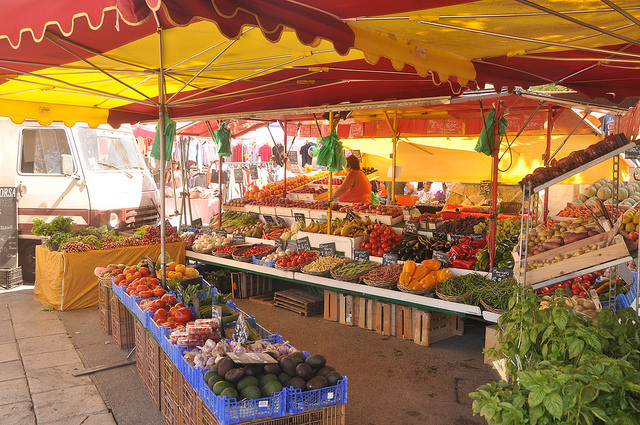 Colors of the market in Provence