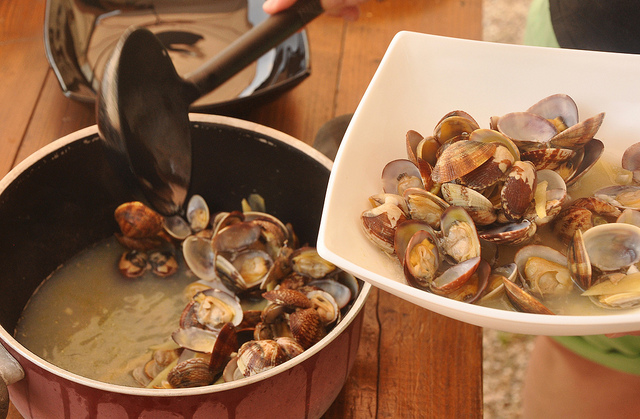 Clams with wine and ginger