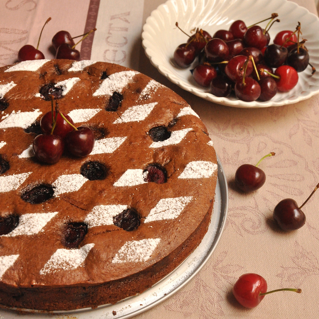 chocolate-and-cherry-moelleux